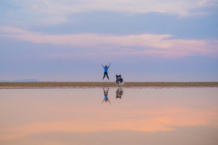 日本のウユニ塩湖でトリックアート