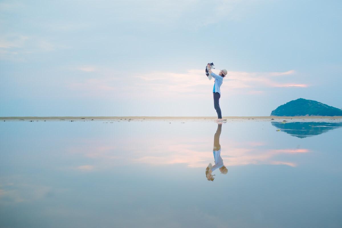 日本のウユニ塩湖でピノを抱っこ