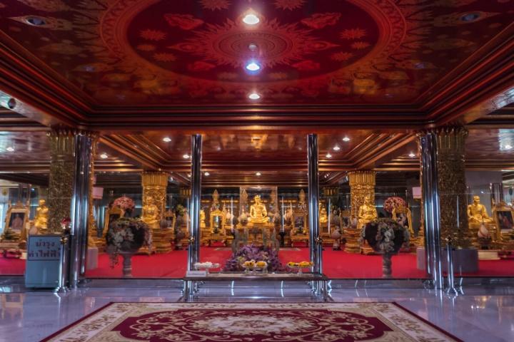 ワット・パークナム(Wat Paknam)内部