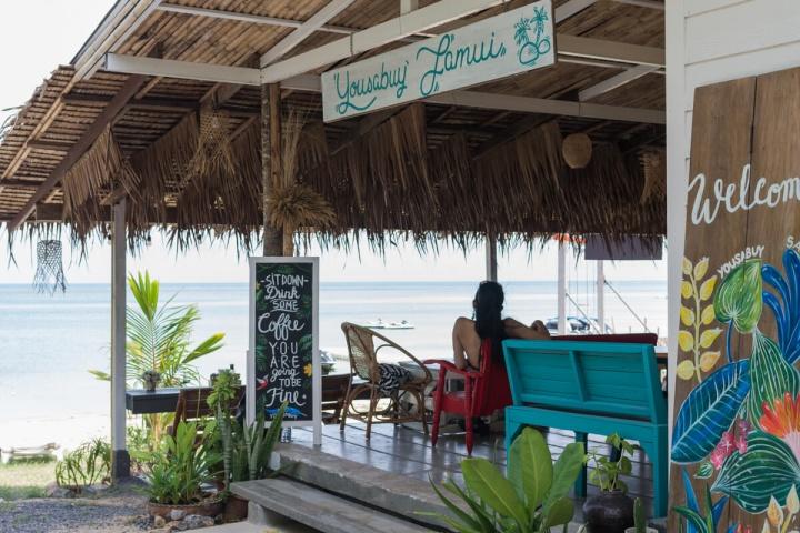 TIKITIKIビーチ近くのカフェ