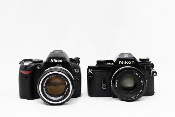 Nikon EM と D40