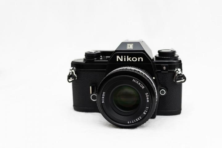 Nikon EM 正面