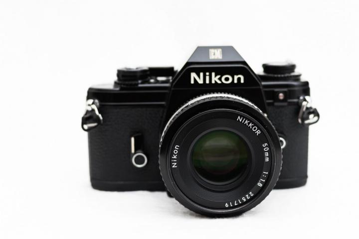 Nikon EM レンズ