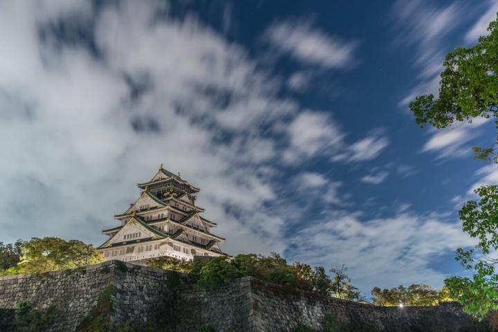大阪城と星空と雲