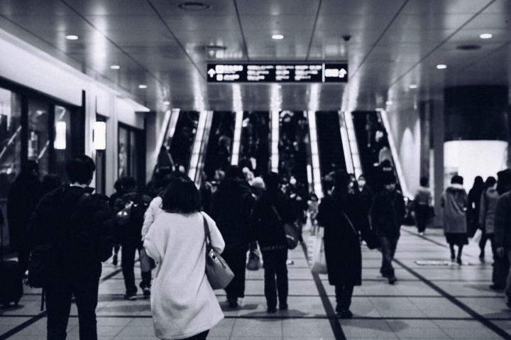 モノクロスナップ写真 阪急梅田駅