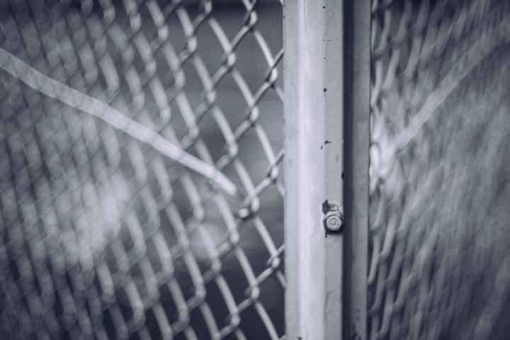 モノクロスナップ写真 フェンス